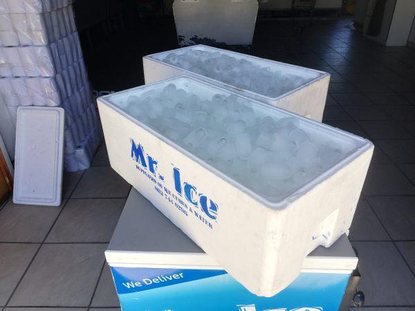 mr-ice-cooler-box-2